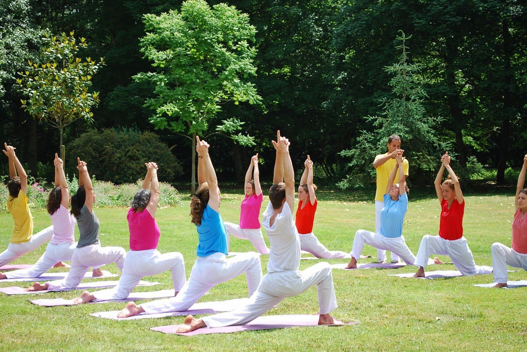Asanas & Pranyama Class | Ashram de Yoga Sivananda | Yoga | France