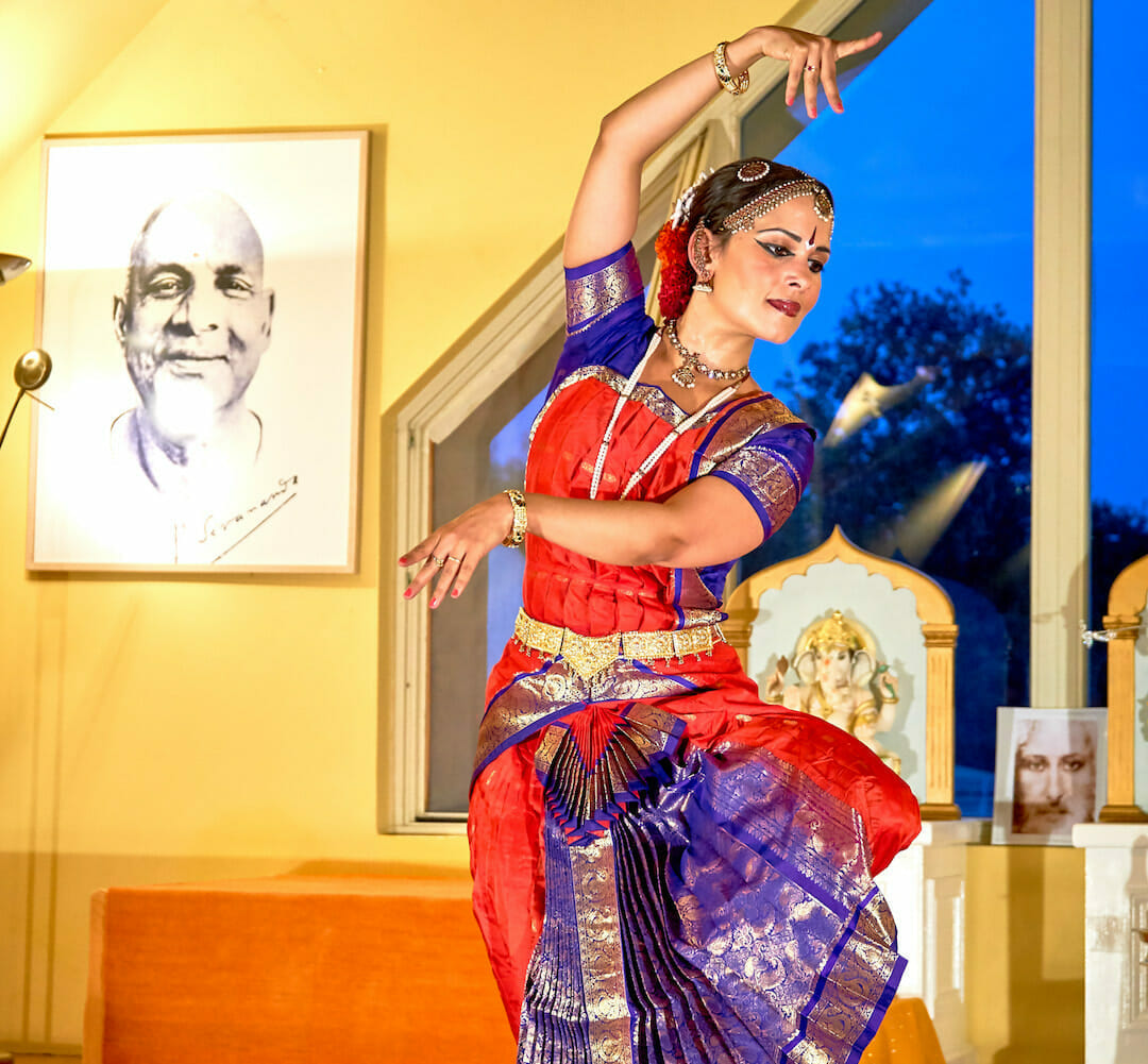 Bharata Natyam performance and Indian Dance | Ashram de Yoga Sivananda | Yoga | France