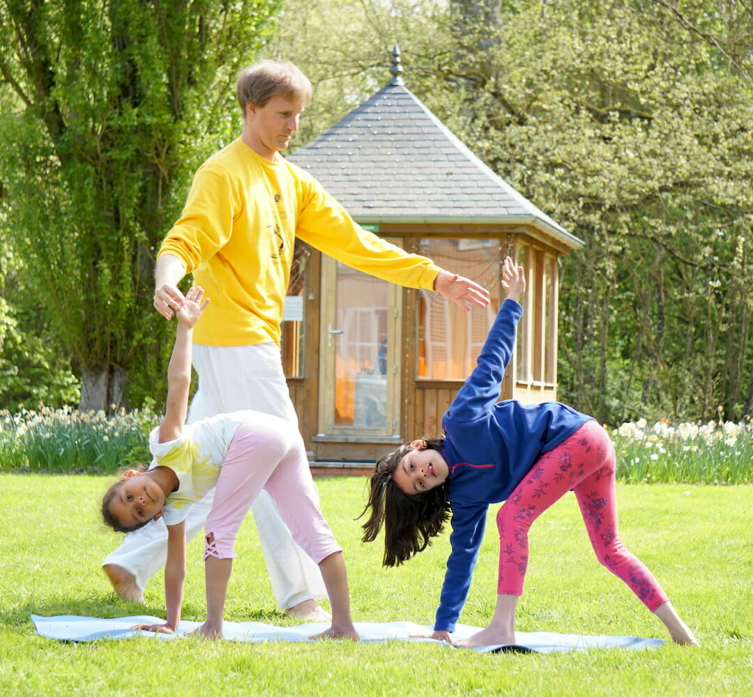 How to teach Yoga to Children | Ashram de Yoga Sivananda | Yoga | France