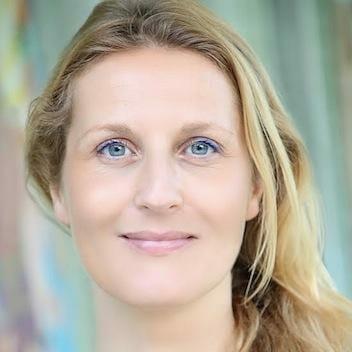 Amandine-Roche | Ashram de Yoga Sivananda | Yoga | France