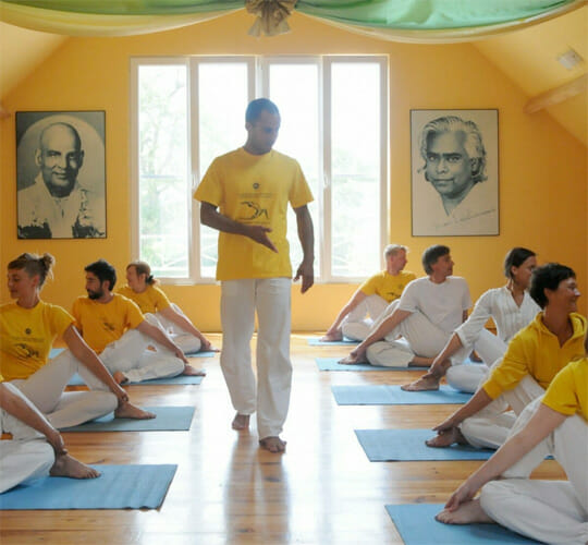 "<div style=""line-height: 1.3; color: #b04640; font-family: catamaran;"">Formation de professeurs <span style=""display: inline-block;""> de yoga</span></div>"