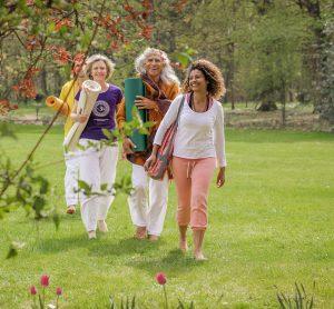 Faites-vous de nouveaux amis dans la famille Sivananda et reconnectez-vous avec les anciens amis