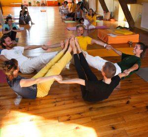 Comment enseigner le yoga aux enfants
