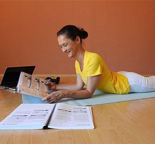 """<div style=""""line-height: 1.3; color: #b04640; font-family: catamaran;"""">Formation de professeurs de Yoga en ligne</div>"""